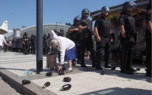 """La Policía reprimió a productores durante un """"verdurazo"""""""