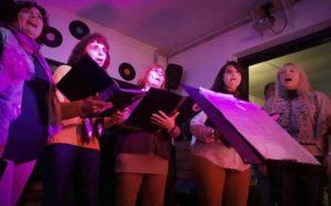 Unen sus voces y las transforman en melodías: el coro…