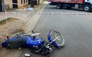 Accidente fatal: una grúa embistió a un motociclista