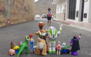 Una madre recreó la película Toy Story para retratar la…