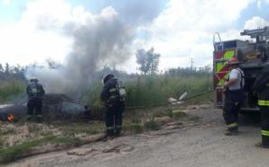 Un vehículo se incendió sobre camino rural, al norte de…
