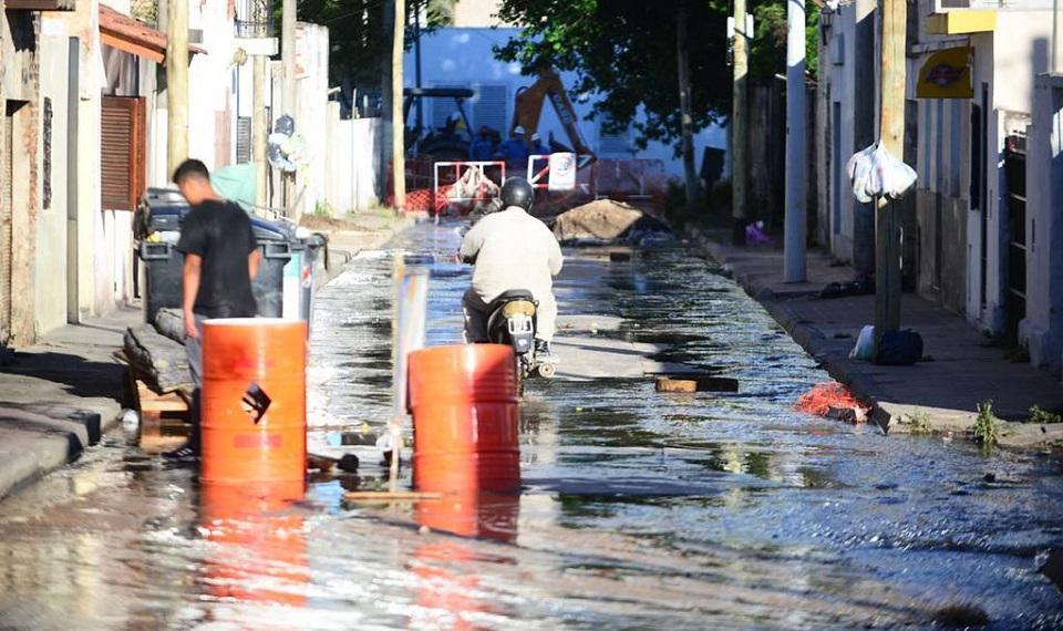 Desborde cloacal en Villa Páez: las aguas servidas copan las…